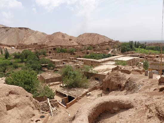 Turpan, Cina: View of the village and valler from the Mazar