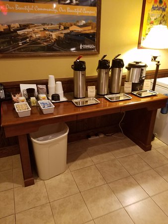 Oswego, Нью-Йорк: Coffee 24 hrs (was cold when I got a cup early eve)