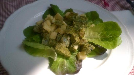 Osteria Madama la Barbera : Frittata di erbette in insalata con toma