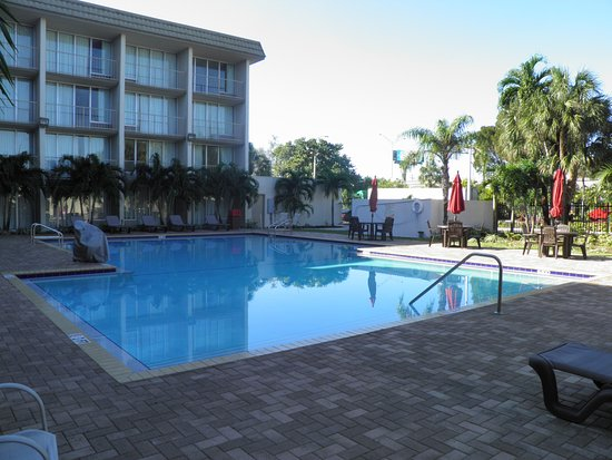 piscina picture of ramada hialeah miami airport hialeah. Black Bedroom Furniture Sets. Home Design Ideas