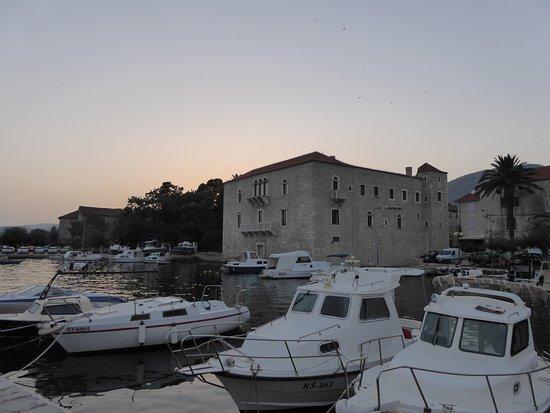 Kastel Luksic palace