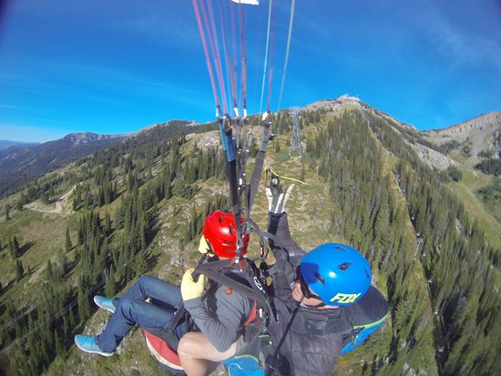 Jackson Hole Mountain Resort: Paragliding off the Tetons