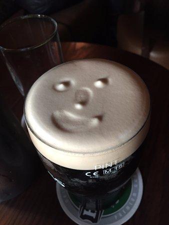 Gallaghers Gastro Pub: Le sourire Guinness pour accompagner le repas du soir