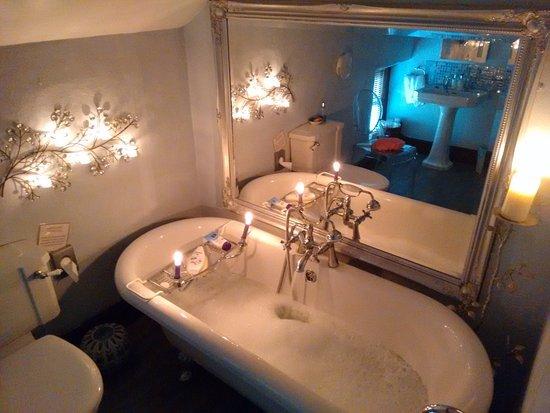 Worton, UK: Ellerkin room bath