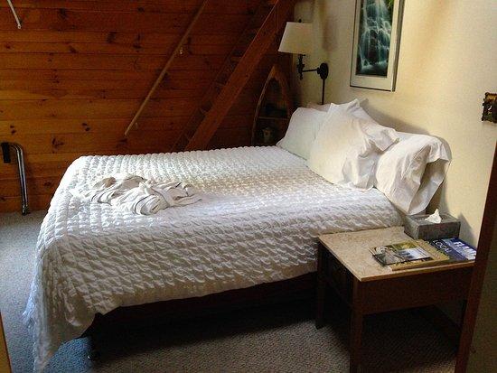Willkommen Hof Bed and Breakfast: Room 9 Queen bed