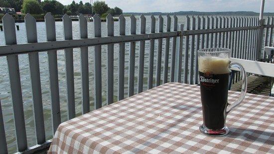 Neustrelitz, Alemania: Bier mit Aussicht