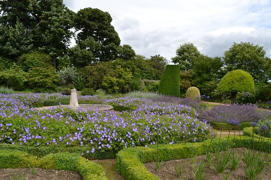 Banchory, UK: lovely garden