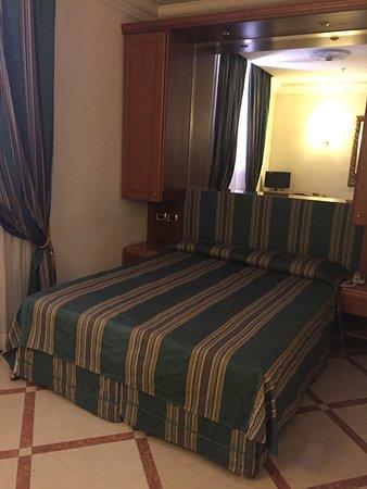Regio Hotel: Отель и наш номер на 5 этаже