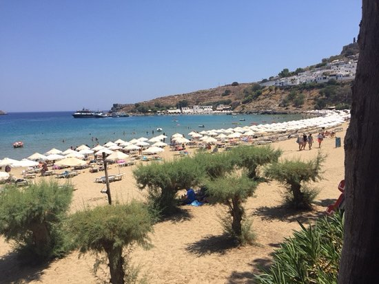 Avra Apartments: View from Avra over Lindos beach