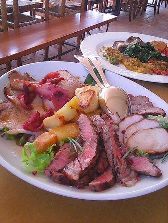 Monte Colombo, Italia: Secondo piatto a base di tagliata, arrosto e maiale alle mele