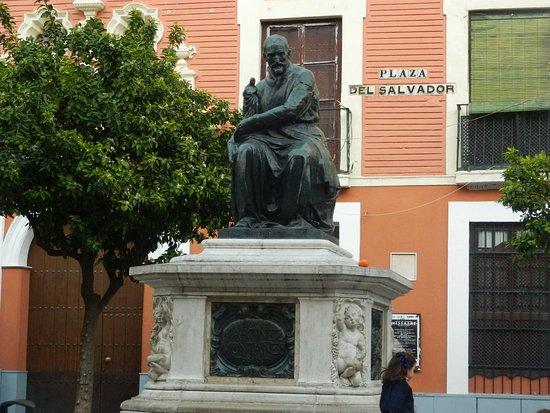 Monumento a Juan Martinez Montanes