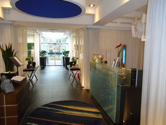 Die betten m ssen glatt sein da service durch for Galerie design hotel