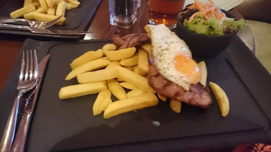 Teddington, UK: Gammon egg and chips