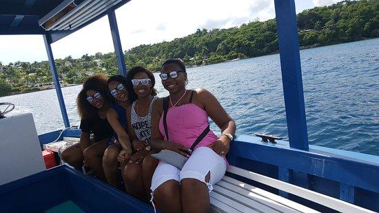 Hopewell, جامايكا: Glass bottom boat tour morning of wedding