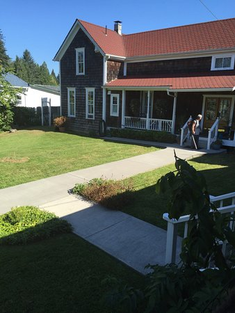 Skamokawa, WA: View of courtyard entrance from front porch