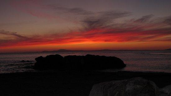 Oak Harbor, Waszyngton: Sunset on West Point Beach