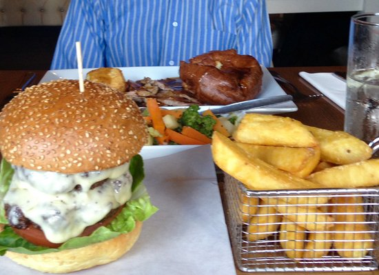 Feering, UK: Sunday roast and burger w cheese
