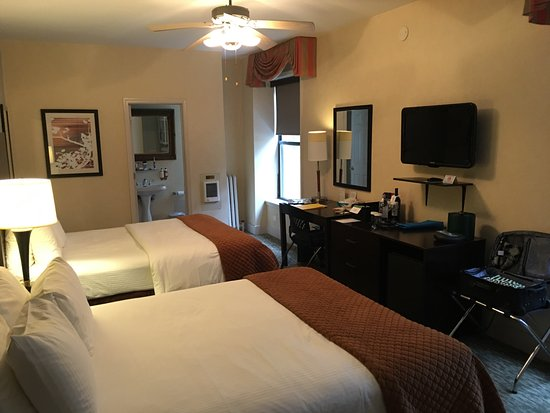 The Willows: Two queen beds, wall-mounted tv, well stocked mini bar.
