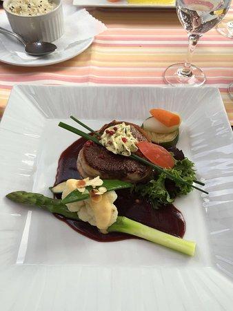 Petit Fleur: Rinderfilet als Hauptspeise- auf den Punkt, sehr lecker!