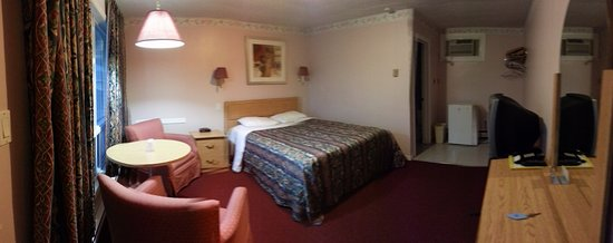 Milan Garden Inn: Served the purpose of only really using the room to sleep and get ready for the day!