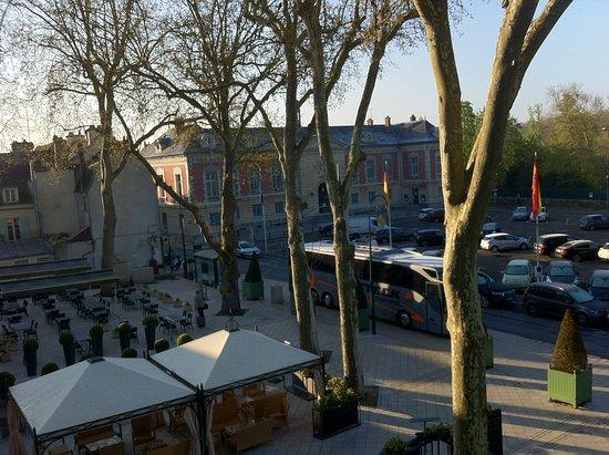 Rambouillet, France : Zimmerblick auf den Marktplatz