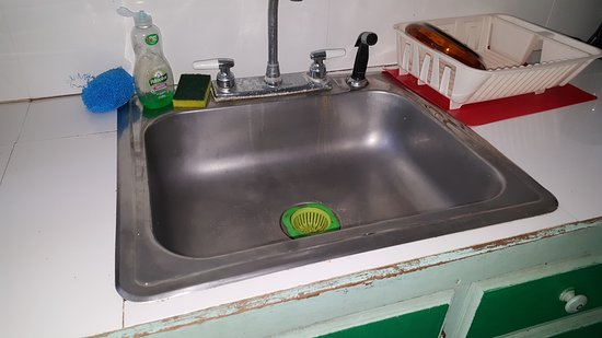 Sydans Apartments and Villas: Kitchen sink