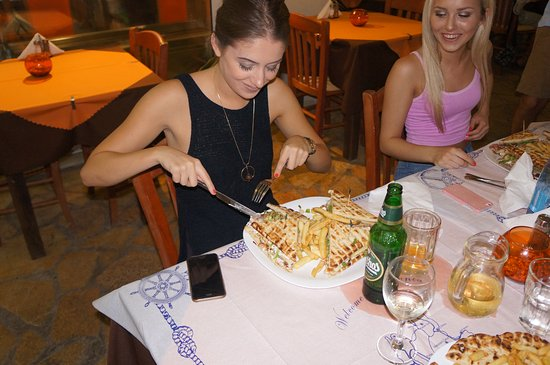 Rania's Grill House: Chicken Pitta Gyros - Large !
