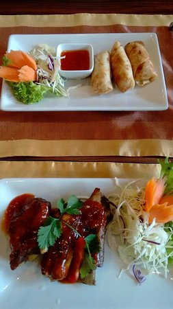 Simply Thai Restaurant: Spring rolls and spare rib starters