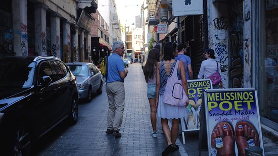 Context Athens Tours : Wandering through streets.