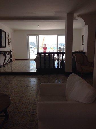 Torre dei Borboni Hotel: Terrazza, solarium, hall, area colazione, panorama di Ponza, veduta dalla piscina della Torre de