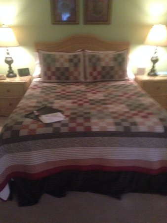 The Lancaster Bed and Breakfast: Very comfy bed