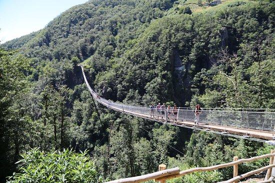 Sementina, Schweiz: Tolle Brücke, auch für nicht ganz schwindelfreie Personen geeignet, 270 m lang, max. Höhe über B