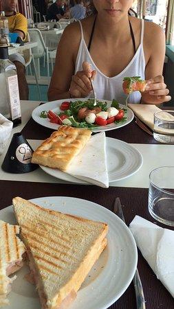Paraggi, Italië: Toast €5, insalata €13 e focaccia €2.50