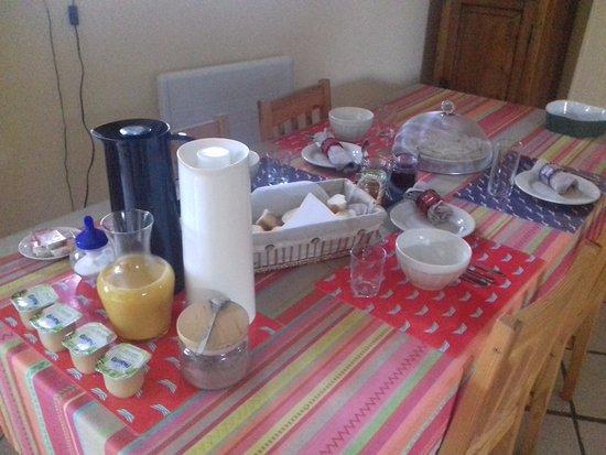 Annebault, France : Le petit déjeuner