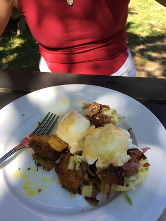 Brackendale, Канада: Here's the Dubliner with Bacon...with seasoned potatoes on the side