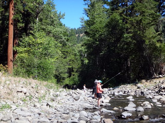 Ellensburg, Waszyngton: fishing along Taneum creek first location