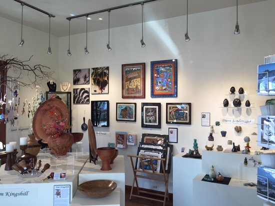 Trinidad Art Gallery: Fine collection of Humboldt Artists