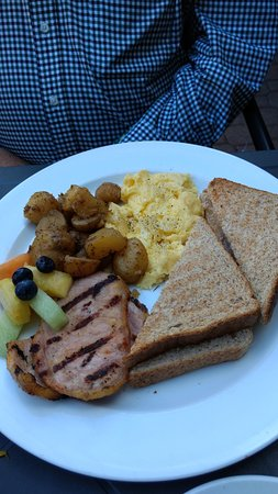 Photo of American Restaurant O'Grady's on Church at 518 Church St, Toronto M4Y 2C7, Canada