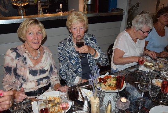 """Nunspeet, Países Bajos: Indoor-BBQ heel wel mogelijk bij """"Vennendal"""" in """"American garage-style""""."""