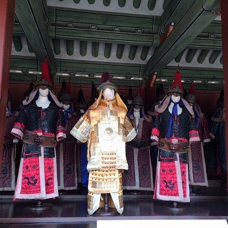 Suwon, Corea del Sur: 王の衣装