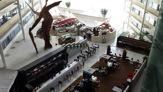 Hilton London Heathrow Airport: Bar Area