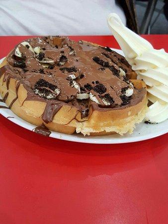Scoops Gelato UK: Waffle - Nutella, chocolate, sliced bananas & ice cream