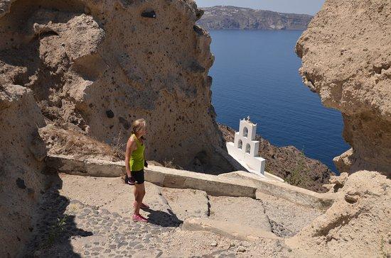 Karterádhos, Yunanistan: Church on the caldera cliff