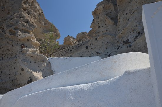 Karterádhos, Yunanistan: Church Trail