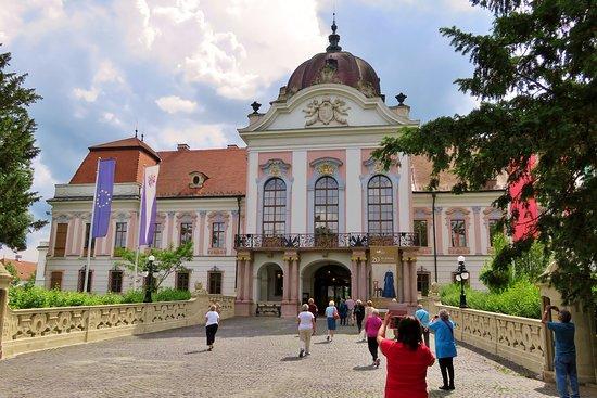 Godollo, Hungria: Entrance to the palace