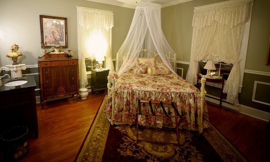Marshfield, MO: Mary's Room is elegant and will be the best sleep you have ever had on the Sleep Number bed with