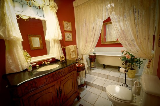 Marshfield, MO: Or perhaps you would prefer to soak in the original clawfoot tub.