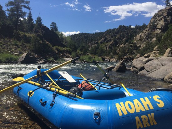 Buena Vista, CO: The Noahs Ark boats, pulled over for lunch by the Arkansas River