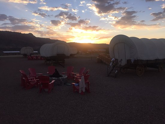 Capitol Reef Resort: Sunrise from our wagon