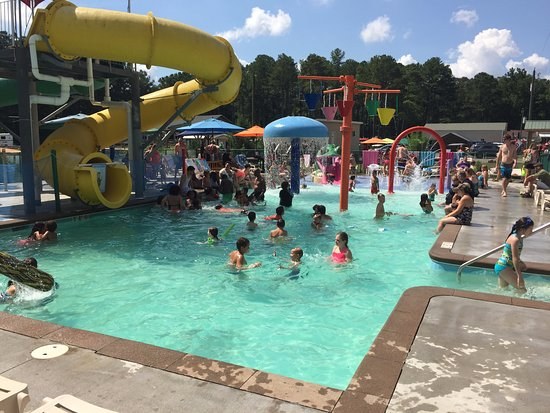 Gloucester, VA: Packed Splash Pool When Main Pool is Closed